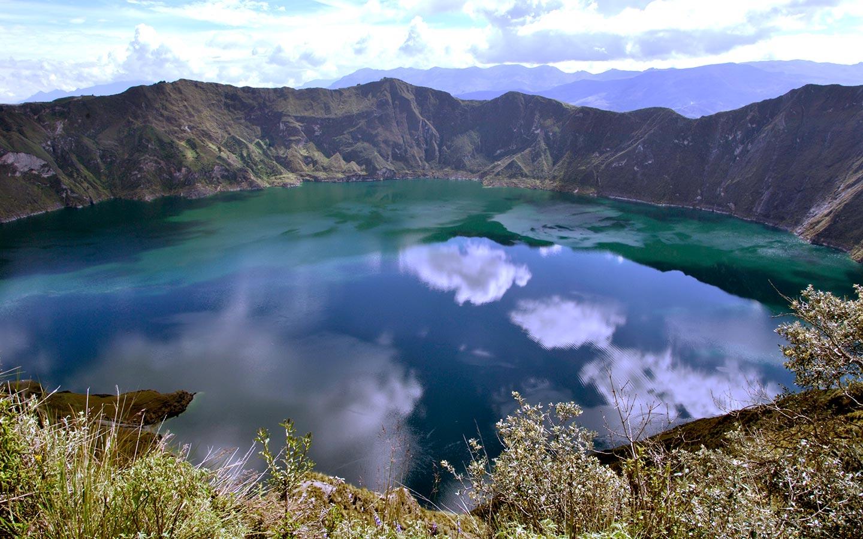 quilotoa-hiking-trekking-lagoon