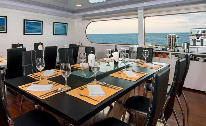 petrel-dining-room