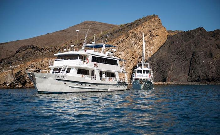 fragata-yacht-side