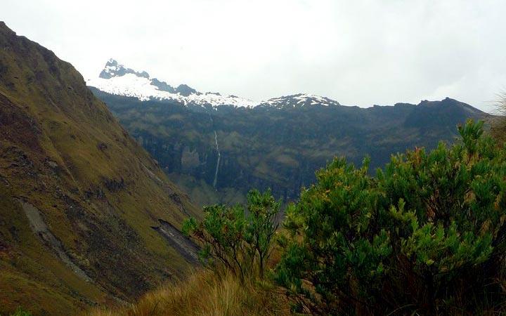 altar-trekking-forest-valley
