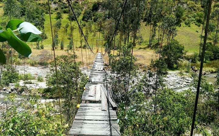 chugchilan-forest-bridge