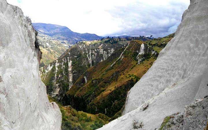 chugchilan-trakking-mountain