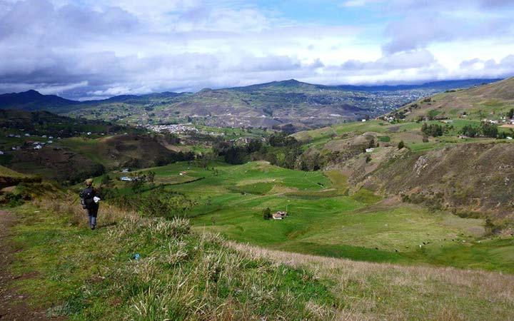 inca-trekking-achupallas-village