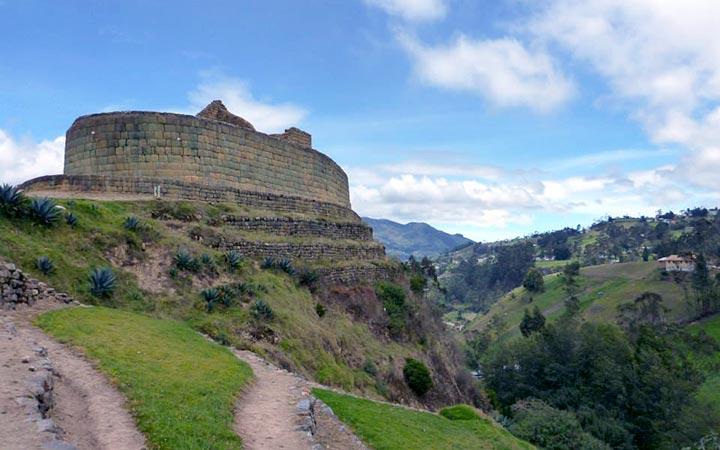 inca-trekking-ingapirca-town
