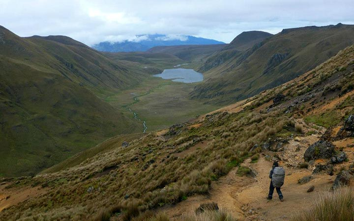 inca-trekking-trail-lake