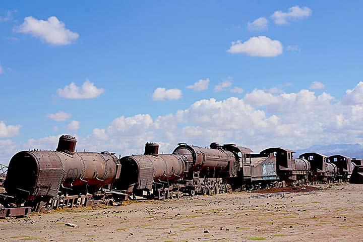 bolivia-train-cementery