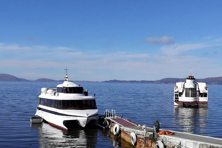 catamaran-bolivia-harbor