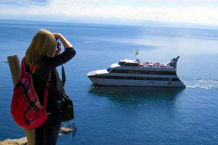 catamaran-titicaca-bolivia-sun-island
