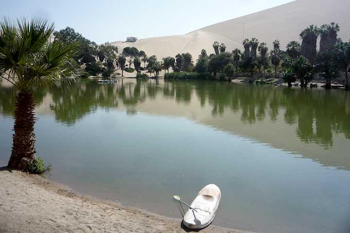 huacachina-lake