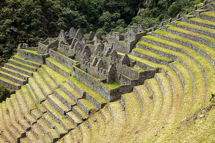 inca-trail-ruins-forest