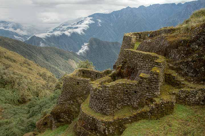 inca-trail-ruins-mountains