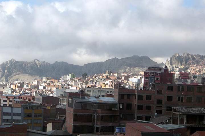 la-paz-city-houses-mountains
