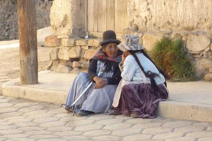 la-paz-elderly-women