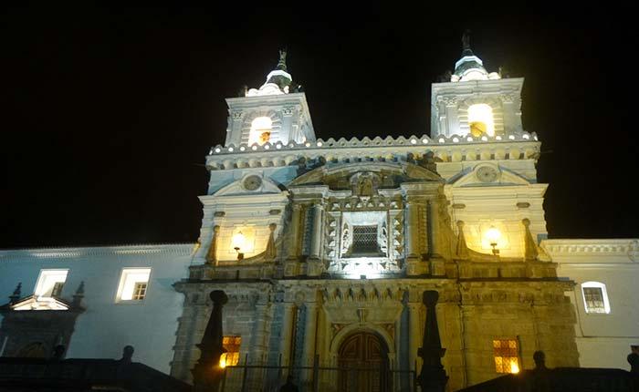quito-churche-san-francisco-night