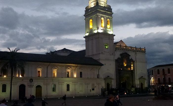 quito-santo-domingo-square
