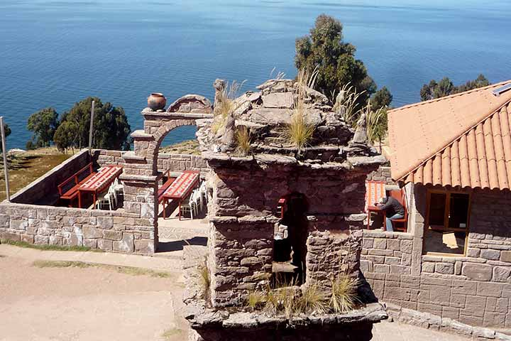 taquile-house-stones