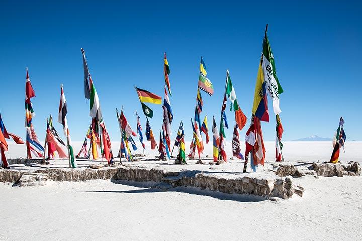 uyuni-desert-flags